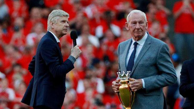 Arsene Wenger mengucapkan kata-kata perpisahan di Stadion Emirates. (