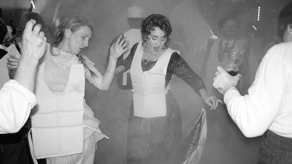 Adele Gelar Pesta Ultah Bertema Titanic, Netizen Nyinyir