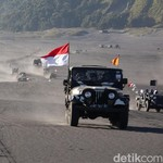 Ratusan Jeep Willys Memacu Adrenalin Arungi Gunung Bromo