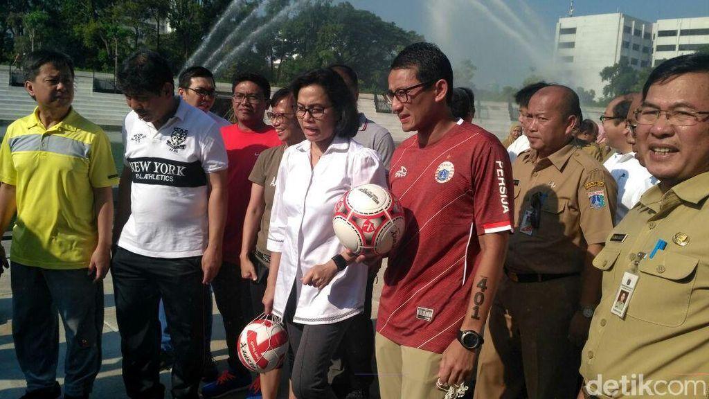 Cek Renovasi Lapangan Banteng, Sri Mulyani: Ini Janji Pak Sandi