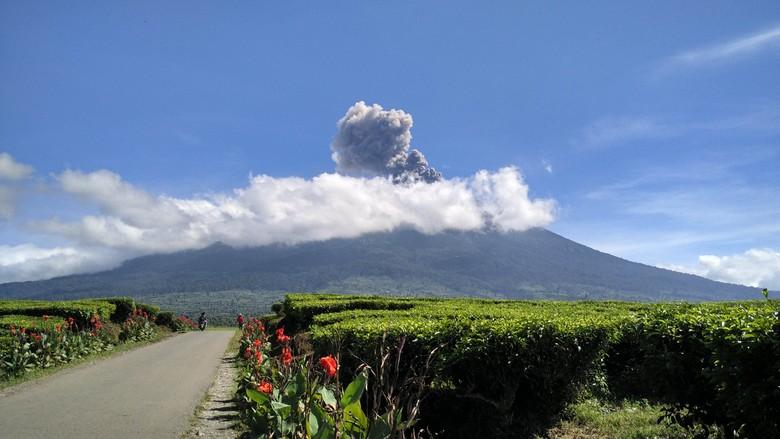 Gunung Kerinci Jambi Erupsi