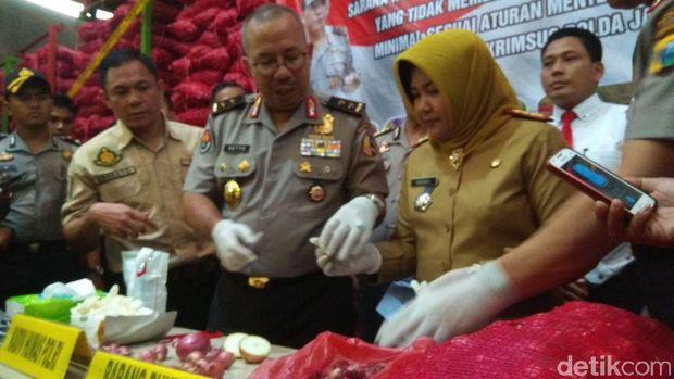 Polisi Ungkap Penyelundupan 'Bawang Merah' Palsu di Surabaya