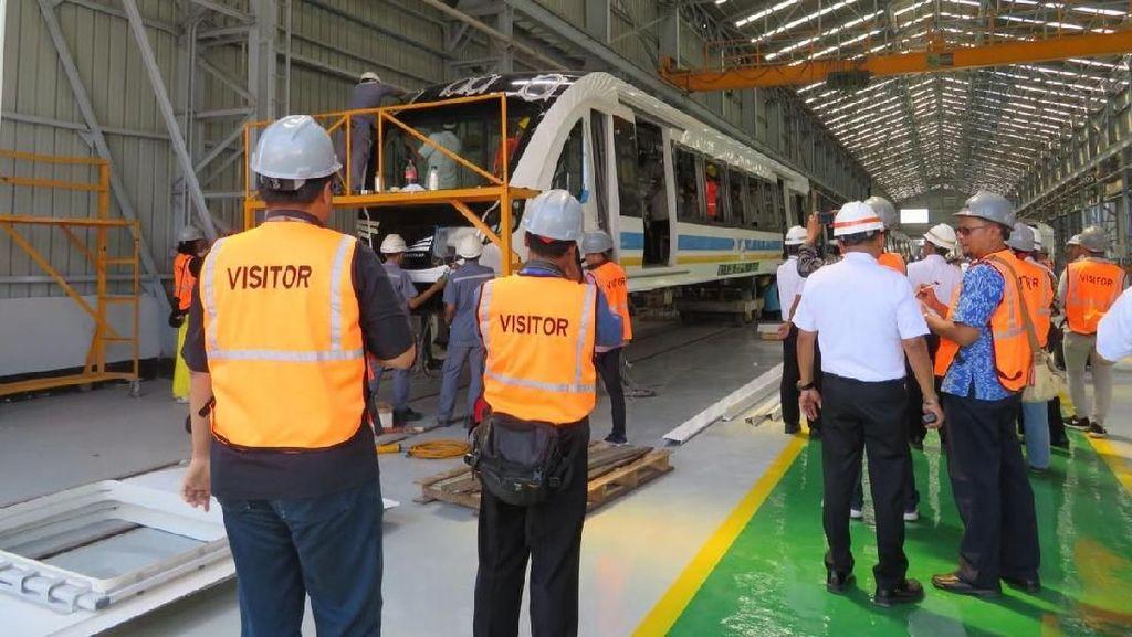 Mengintip Pabrik Gerbong LRT Pertama RI di Madiun