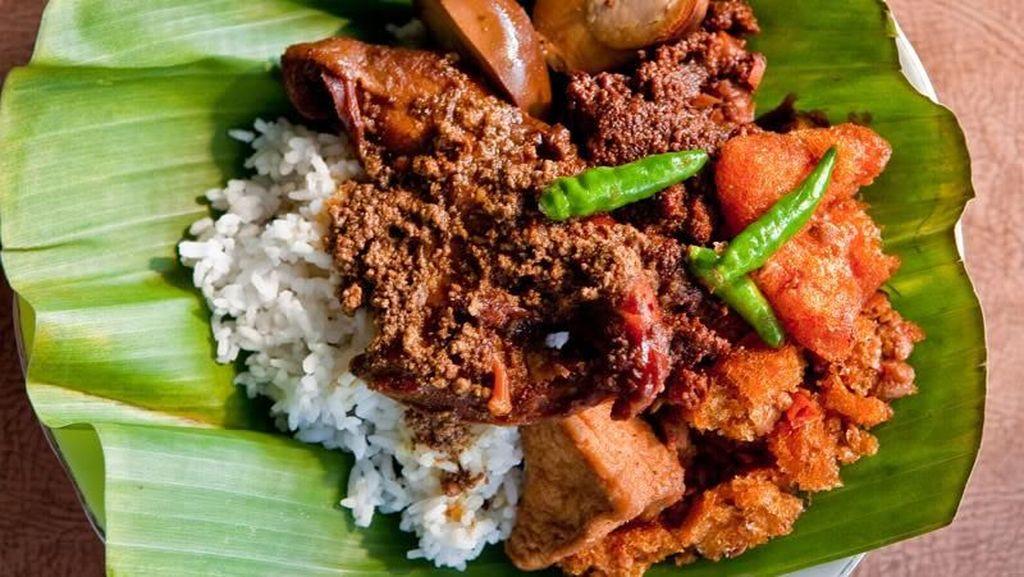 Kangen Jogja? Obati Rindu dengan Makan Siang Gudeg Jogja Enak di Jakarta