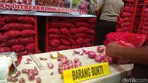 Polisi Ungkap Penyelundupan Bawang Merah Palsu di Surabaya