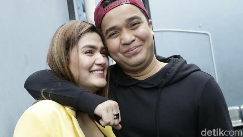Billy Syahputra & Hilda Kompak Tangkis Isu Sudah Nikah Siri di Bali
