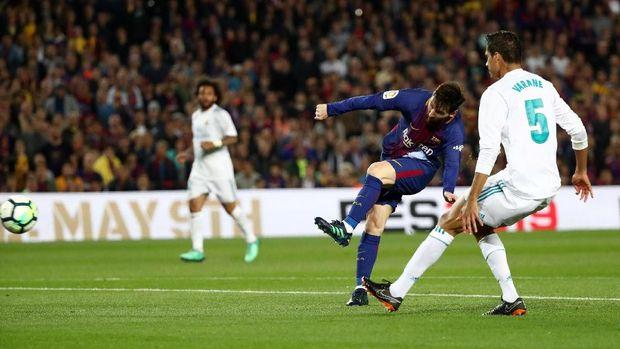 Lionel Messi dua kali menghadapi Real Madrid di kompetisi domestik musim 2017/2018.