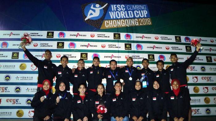 Timnas sport climbing Indonesia berfoto bersama usai kejuaraan dunia panjat tebing di Chongqing, China (Foto: Biro Humas PP FPTI)