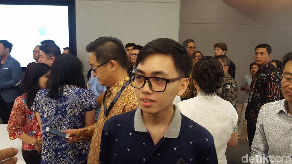 Pelajar Indonesia Selfie bareng Bos Apple di WWDC