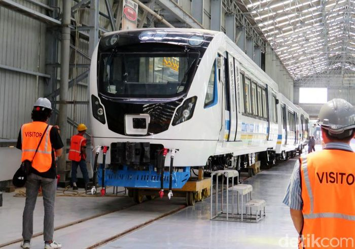 Pabrik kereta light rapid transit (LRT) dikelola oleh PT INKA (Persero).