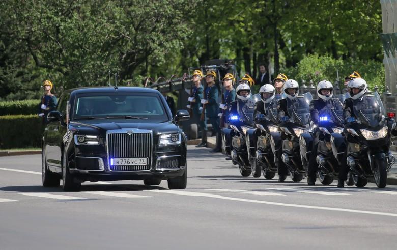 Limosin buatan Rusia untuk Vladimir Putin. Foto: Reuters