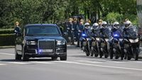 Putin Ikuti Langkah Gorbachev dan Yeltsin Pakai Mobil Dinas Rusia