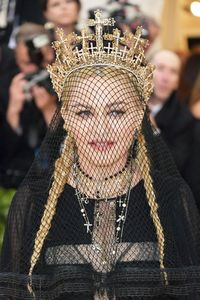 Cerita Rinaldy Yunardi yang Karyanya Dipakai Madonna di Met Gala
