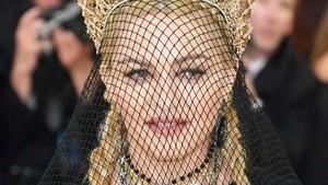 Foto: Inilah Mahkota Karya Desainer Indonesia yang Dipakai Madonna