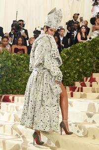 Rihanna di MET Gala 2018.