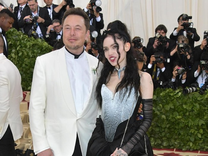 NEW YORK, NY - MAY 07:  Elon Musk and Grimes attend the Heavenly Bodies: Fashion & The Catholic Imagination Costume Institute Gala at The Metropolitan Museum of Art on May 7, 2018 in New York City.  (Photo by Neilson Barnard/Getty Images)