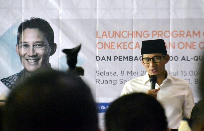 Wakil Gubernur DKI Jakarta, Sandiaga Uno memberikan sambutannya dalam acara peluncuran Program Ok Oce One Kecamatan One Cordoba Quran Centre. Foto: dok. Ok Oce