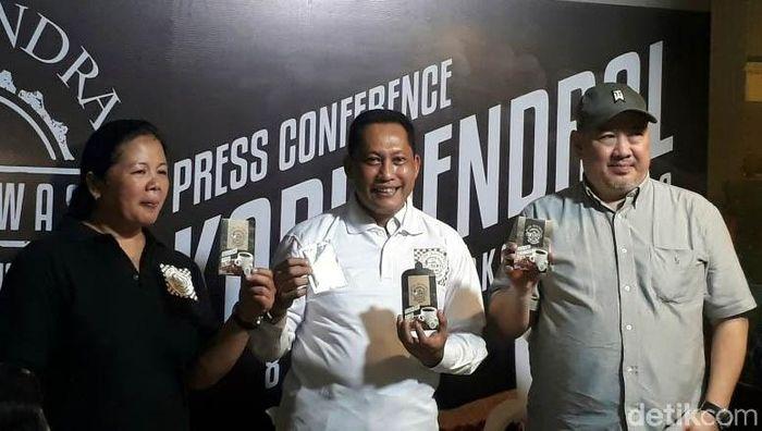 Buwas yang kini menjabat sebagai Direktur Utama Perum Bulog hari ini meluncurkan merek kopi miliknya yang dinamakan Kopi Jendral, yang di dalamnya terdapat sejumlah jenis kopi yang jual untuk konsumsi.