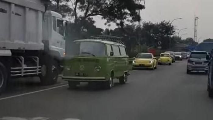 Foto: Viral konvoi vw dikawal polisi lawan arus di Tol Jagorawi (istimewa)