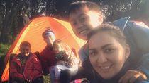 Foto: Camping Seru Keluarga ala Darius Sinathrya & Donna Agnesia