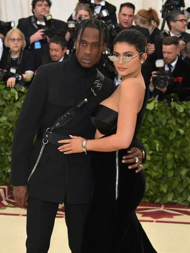 Kekasih Kylie Jenner Bintangi Iklan Fashion High-end