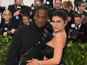 So Sweet! Kylie Jenner Dapat Kejutan Rumah Penuh Mawar dari Pacar
