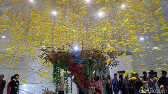 Menghipnotis! Rajutan Dunia Bawah Laut Mulyana di Art Jog 11