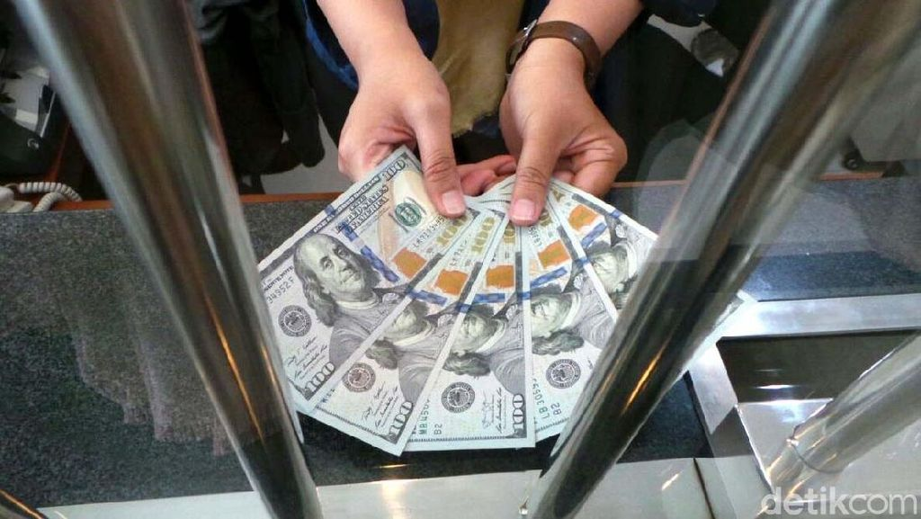 Dolar AS Makin Dekati Rp 14.500