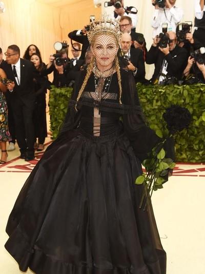 Madonna pakai mahkota  Rinaldy A. Yunardi  Foto: Dok. Reuters, Getty Images