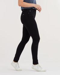 5 Jeans yang Punya Efek Melangsingkan untuk Pemilik Paha Lebar