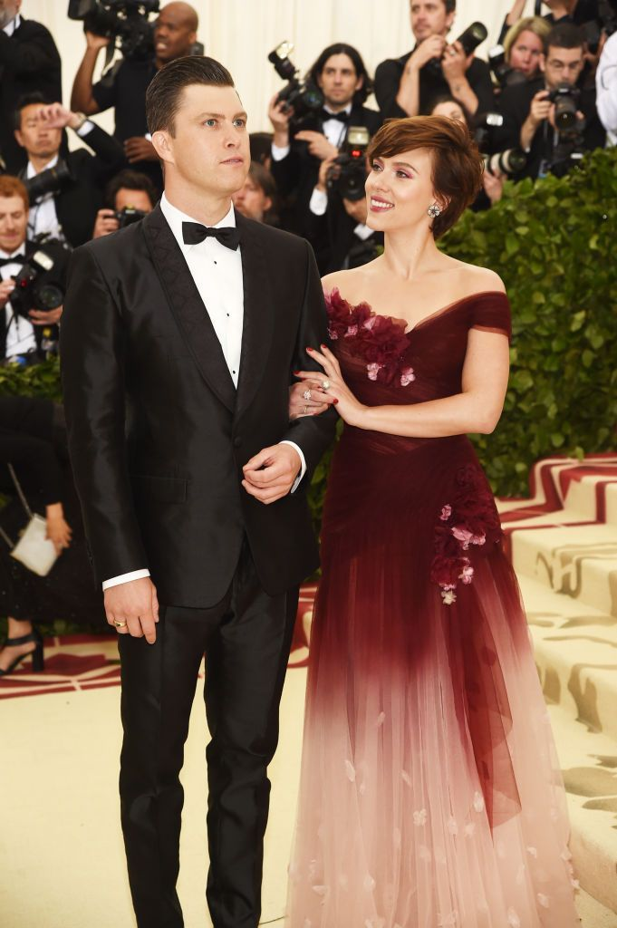 NEW YORK, NY - MAY 07:  Colin Jost and Scarlett Johansson attend the Heavenly Bodies: Fashion & The Catholic Imagination Costume Institute Gala at The Metropolitan Museum of Art on May 7, 2018 in New York City.  (Photo by Jamie McCarthy/Getty Images)