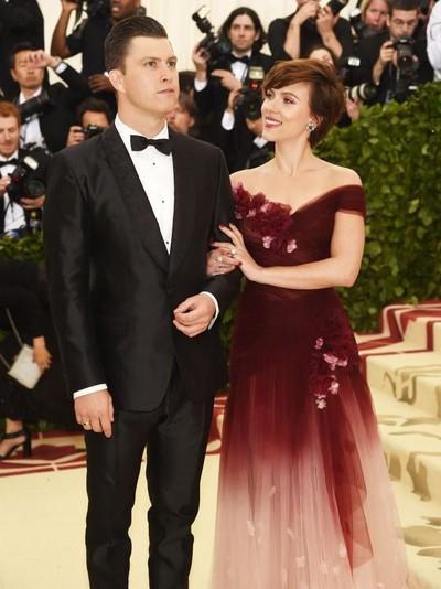 Foto: Scarlett Johansson dan Colin Jost di Met Gala 2018 (Jamie McCarthy/Getty Images)