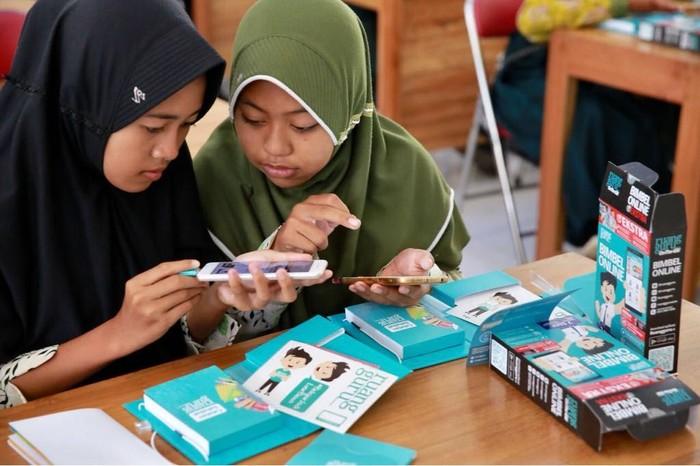 Siswa sekolah di Banyuwangi gunakan Ruangguru. Foto: Istimewa