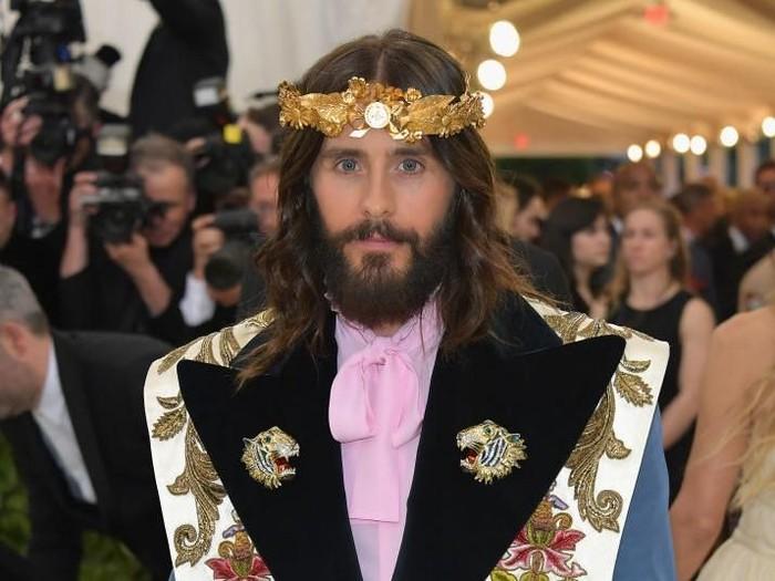 Penampilan Jared Leto yang disebut mirip Yesus di Met Gala 2018. Foto: Getty Images