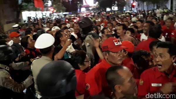 Aksi Dorong dan Adu Mulut Sebelum Debat Kedua Cagub Jatim 2018