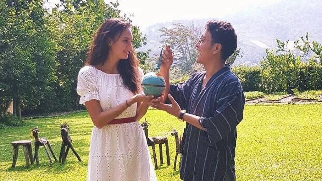 Ciee! Nadine Chandrawinata Masak untuk Buka Puasa Dimas Anggara