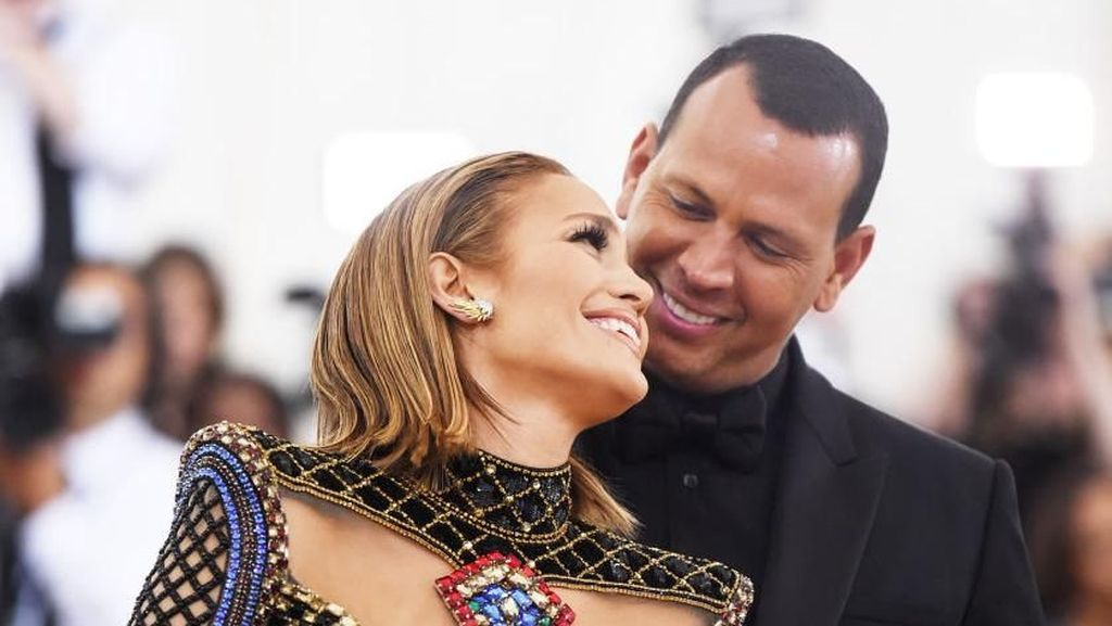 Aksi Romantis Alex Rodriguez di Ulang Tahun Jennifer Lopez