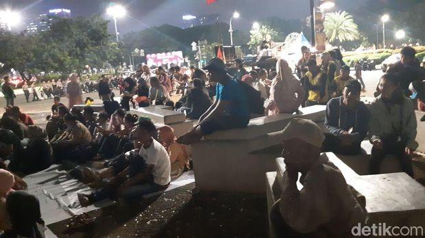 Suasana massa yang menonton film Marsinah di Taman Aspirasi