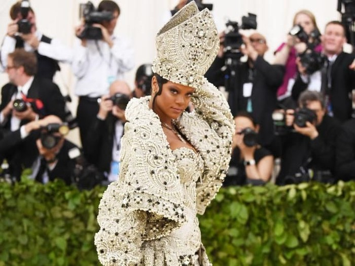 NEW YORK, NY - MAY 07:  Rihanna attends the Heavenly Bodies: Fashion & The Catholic Imagination Costume Institute Gala at The Metropolitan Museum of Art on May 7, 2018 in New York City.  (Photo by Jamie McCarthy/Getty Images)