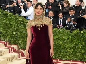 Priyanka Chopra Curi Perhatian di Met Gala 2018
