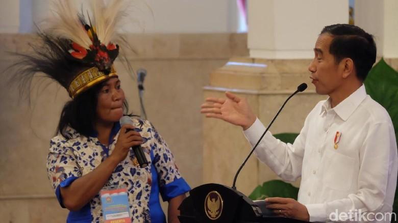 Foto: Saat Jokowi Kaget Dengar Nelayan Perempuan Papua Tangkap Buaya