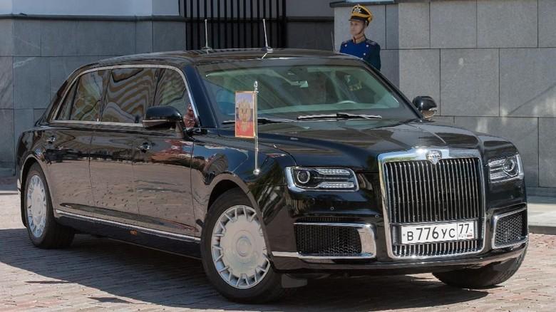 Mobil dinas ini pertama kali muncul dalam pelantikan Putin di Moskow. Foto: Reuters