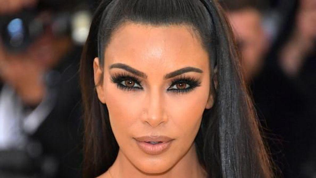 Rambut Mulai Beruban, Kim Kardashian Salahkan Kanye West