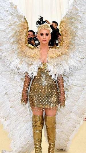 Kostum Selebriti Paling Heboh di Met Gala 2018, Jadi Paus Hingga Burung