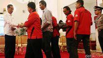 Ketemu Jokowi, Supir Truk Cuma Pakai Kaos, Celana Jeans dan Sandal