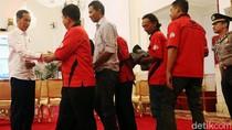 Kala Sopir Truk Bersandal dan Celana Jeans Diterima Istana