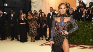 Kritikan untuk Met Gala 2018 yang Dianggap Menghina Katolik