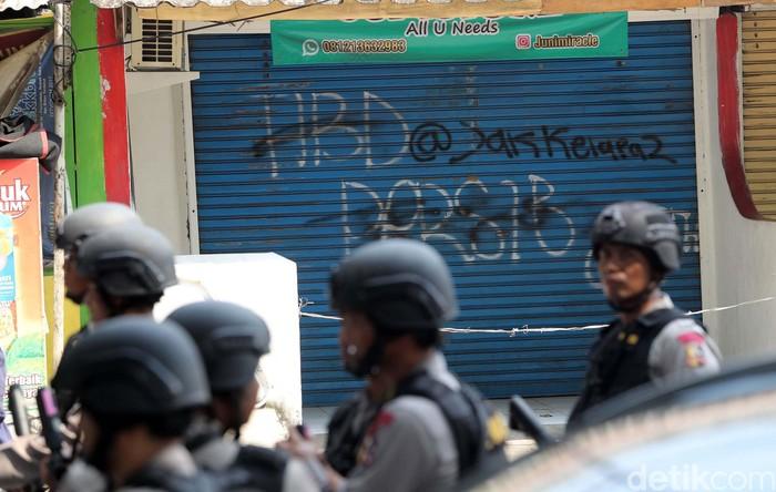 Suasana di sekitar Mako Brimob usai terjadi kerusuhan. Foto: Grandyos Zafna