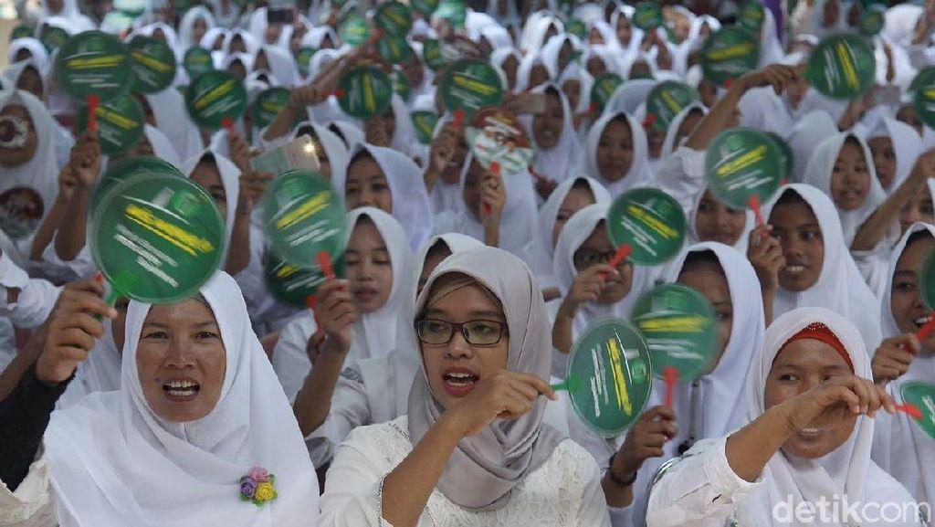 Khofifah Dihadiahi Jingle Baru dari Kiai Bangkalan