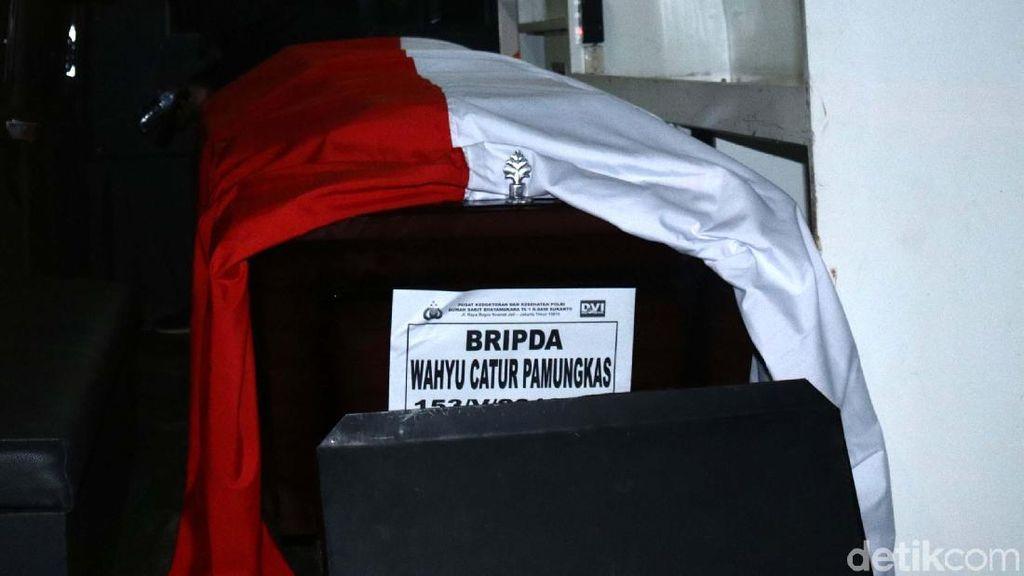 Jenazah Briptu Wahyu Catur, Korban Rusuh di Mako Brimob Diambil Keluarga